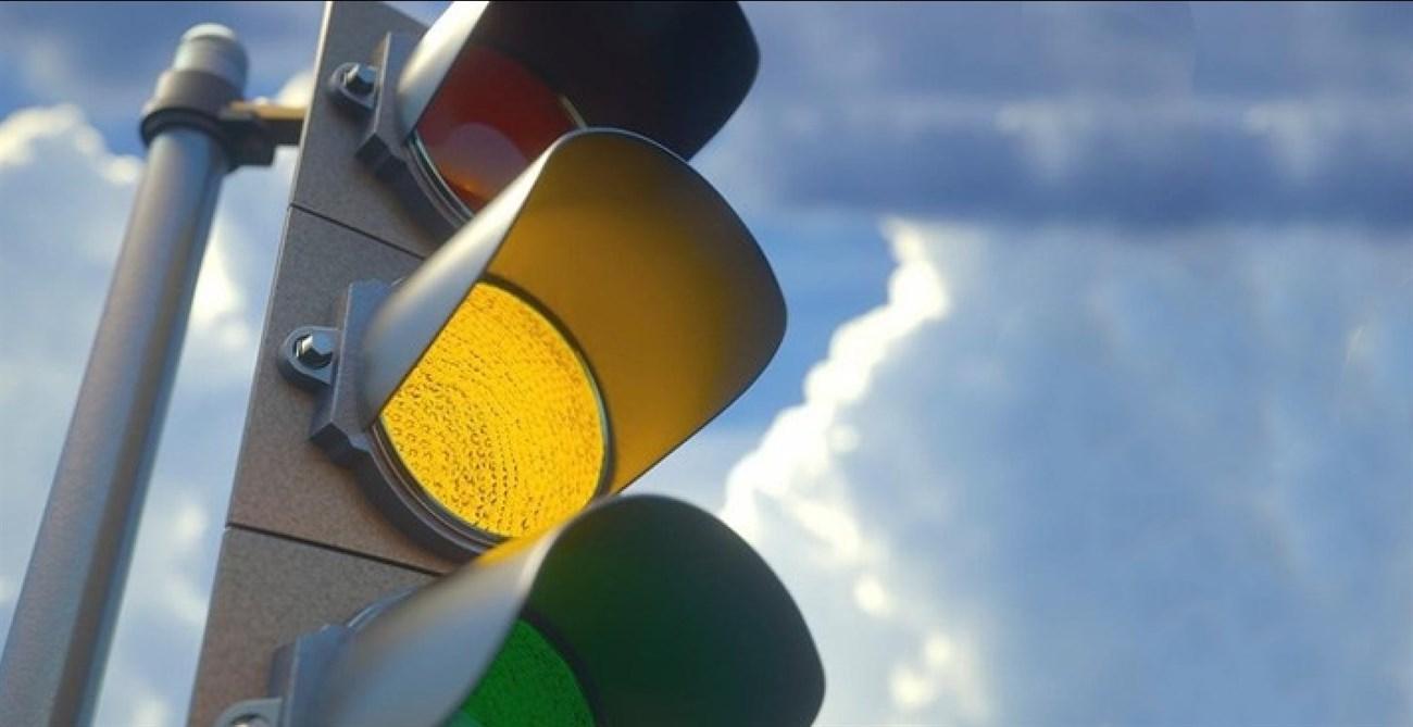 Đèn giao thông màu vàng