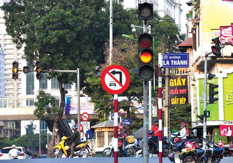 Đèn tín hiệu giao thông màu vàng