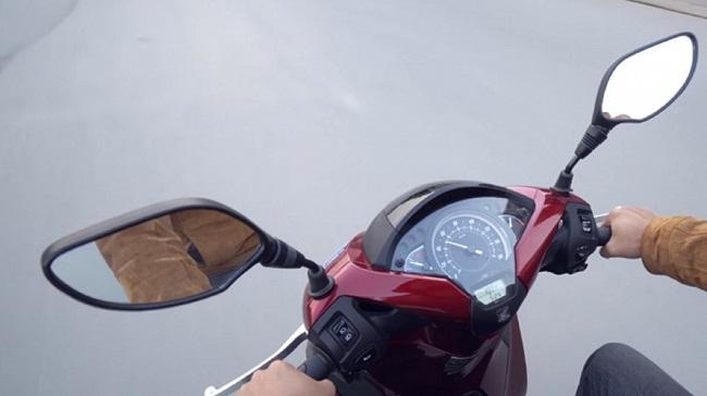 Gắn gương cầu lồi cho xe máy