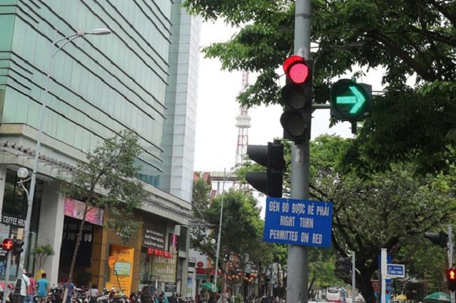Khi nào được rẽ phải khi đèn đỏ?