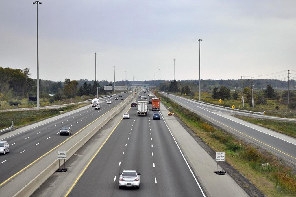 Làn dừng xe khẩn cấp trên đường cao tốc