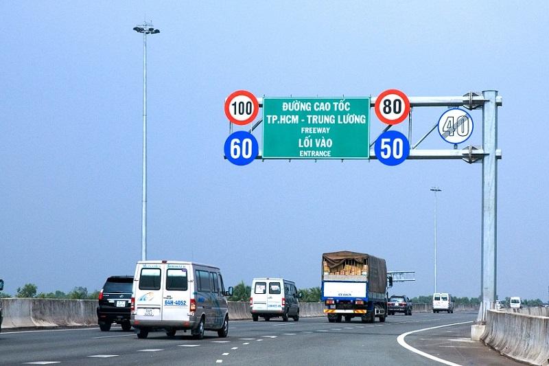 Quy định tốc độ trên đường cao tốc
