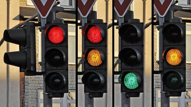 Thi công đèn tín hiệu giao thông đường bộ