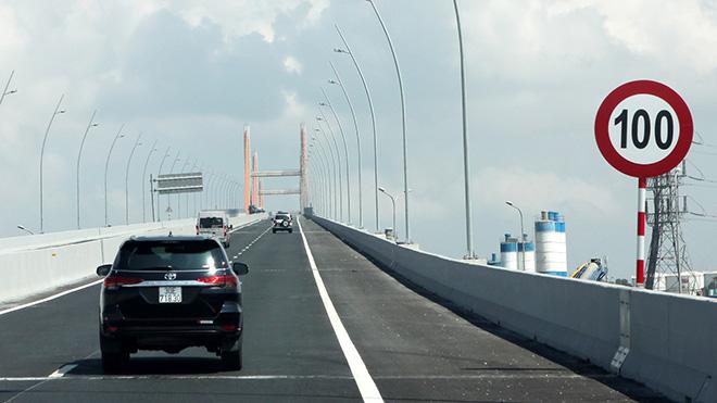 Tốc độ giới hạn trên đường cao tốc