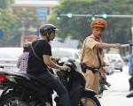 Quy định và mức phạt lỗi xe ô tô, xe máy không có gương chiếu hậu